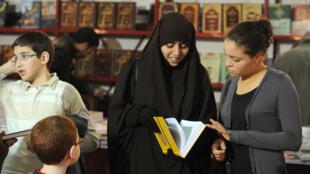 Des visiteurs lors du Salon du Livre de Tunis en 2012. (Photo d'archives)