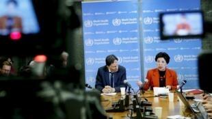 A diretora-geral da OMS, Margaret Chan, e o professor David L. Heymann, diretor executivo de doenças transmissíveis, em Genebra, em 01/02/16.
