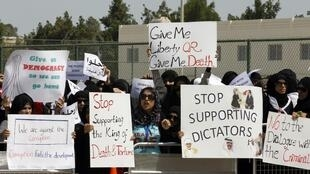 Anti-government protesters outside the US embassy in Manama, 7 March 2011