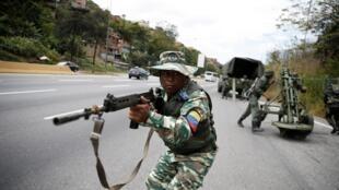 Một cảnh diễn tập của dân quân và quân đội Venezuela tại thủ đô Caracas ngày 15/02/2020.