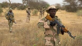 Des soldats nigérians en patrouille à Diffa, en mars 2014.