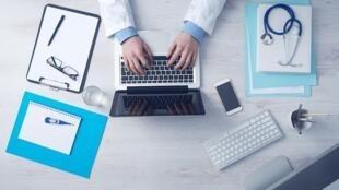 Desde setembro de 2018 os médicos franceses são autorizados a realizar consultas a distância, por meio de câmeras de computadores ou telefones;