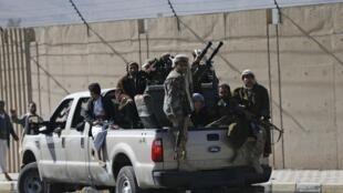 A milícia Houthi perto do palácio presidencial