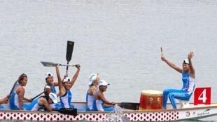 Đội đua thuyền truyền thống Nam-Bắc Triều Tiên giành huy chương vàng cuộc thi 500 m, ngày 26/08/2018, tại ASIAD 18 Palembang, Indonesia.