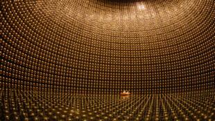 "O Super-Kamiokande, a estrutura onde a equipa de Takaaki Kajita ""caçou"" os neutrinos"