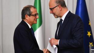 Le ministre italien de l'Economie et des Finances, Giovanni Tria, et le Commissaire européen aux Affaires économiques, Pierre Moscovici, le 18 octobre 2018 à Rome.
