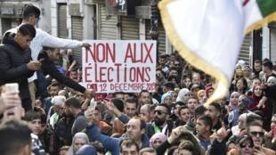 阿尔及利亚选民反对12月12日的总统大选              2019年12月10日