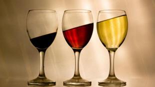Dois estudos franceses mostram resultados modestos de baclofeno contra alcoolismo.