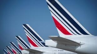 На фоне пандемии коронавируса авиакомпания Air France отменила около 90% рейсов