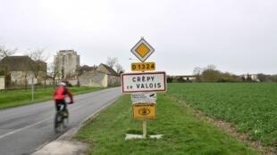 法国最早确诊的新冠患者就是这座小镇Crépy-en-Valois初中的老师。