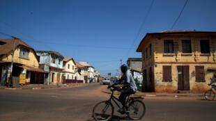 En plein ramadan, la crise de l'électricité s'intensifie en Gambie.