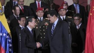 O chanceler chinês, Wang Yi, encontrou-se com o presidente da Venezuela, Nicolás Maduro, nesta segunda-feira, 21 em Caracas.