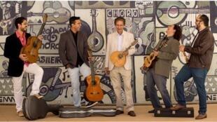 Grupo Choro Livre, da esquerda para a direita: Henrique Neto, George Costa, Reco do Bandolim, Marcio Marinho e Valério Xavier.