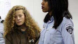 Adolescente palestiniana  Ahed Tamimi perante o Tribunal Militar de Ofer, na Cisjordânia, a 1 de Janeiro de 2018