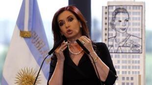 """A presidente argentina, Cristina  Kirchner, se nega a pagar dívida aos """"fundos abutres"""", mesmo diante da decisão da Justiça americana."""