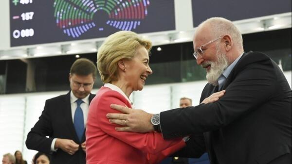 Ursula von der Leyen (présidente de la Commission) et Frans Timmermans (vice-président exécutif) devant le Parlement européen à Strasbourg, le 27 novembre.