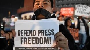 A protester during a protest with journalists in Manila