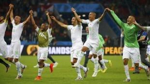Argélia comemora vitória contra a Coreia por 4 x 2