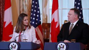 Ngoại trưởng Canada Chrystia Freeland và đồng nhiệm Mỹ Mike Pompeo họp báo tại Washington hôm 14/12/2018 về vụ Hoa Vi.