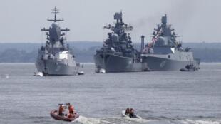 Российские корабли в военной гавани Балтийска, Калининградская область, 19 июля 2015.