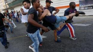 Un actvista LGTB es detenido en Cuba por policías vestidos de civil.