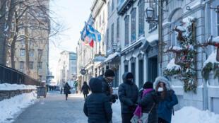 Une rue enneigée de Québec, au Canada, le 27 décembre 2017.