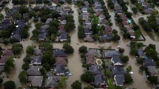 Một khu dân cư ở Tây Bắc Houston, bang Texas, bị cơn bão nhiệt đới Harvey nhấn chìm, ngày 20/08/2017.