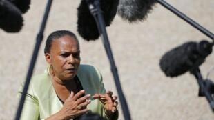 A ministra francesa da Justiça, Christiane Taubira, adotou uma política progressista para o sistema carcerário, que é criticada pelos policiais.