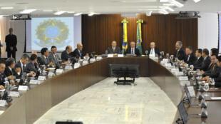 Presidente interino Michel Temer realiza primeira reunião ministerial nesta sexta-feira (13), em Brasília.