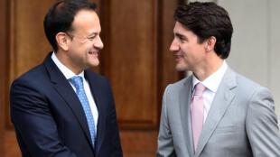 Le Premier ministre canadien Justin Trudeau a été reçu par son homologue irlandais Leo Varadkar avec lequel il entend incarner une nouvelle génération politique, Dublin, le 4 juillet 2017.