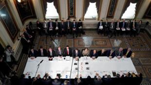 2月21日美中高级别贸易谈判华盛顿现场,中方代表团团长刘鹤,美国由莱特希泽和姆努钦领军。