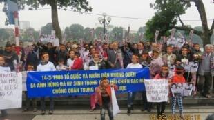 Hình ảnh cuộc tưởng niệm những người lính đã hy sinh tại Gạc Ma (1988) tại Hà Nội ngày 14/3/2015.