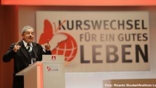 Lula durante conferência para representantes sindicais nessa sexta-feira em Berlim