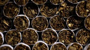 La loi anti-tabac prend effet dans les restaurants et hôtels en Gambie. Elle connaît des difficultés à être respectée par la population.