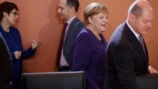 Nữ thủ tướng Đức, Angela Merkel trong buổi làm việc hàng tuần với nội các. Ảnh ngày 11/12/2019.
