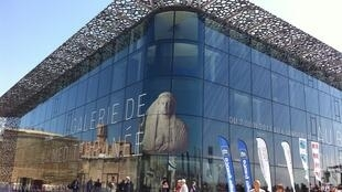 La façade vitrée du MuCEM à Marseille.