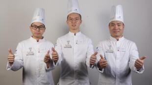 Os três participantes da delegação chinesa levaram o primeiro prêmio da Copa do Mundo de Padeiros