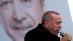 Recep Tayyip Erdogan lors d'un meeting de campagne à Istanbul, le 12 mars 2019.