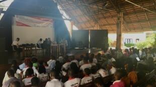 Enregistrement de l'émission Priorité Santé sur le dialogue intergénérationnel à l'Institut Français du Bénin.