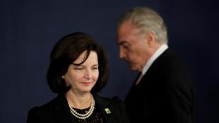 La nueva fiscal general de Brasil, Raquel Dodge, en su investidura y el presidente Michel Temer, en Brasilia, el 18 de septiembre de 2017.