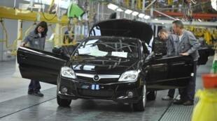 A Heuliez travaillent car factory in western France