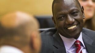 O vice-presidente do Quênia, William Ruto (à dir.), antes do início do seu julgamento no TPI de Haia, em 9 de setembro de 2013.