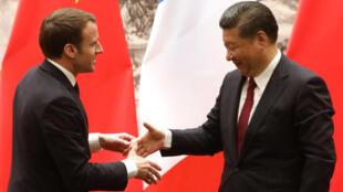 Президент Франции Эмманюэль Макрон и его китайский коллега Си Цзиньпинь в Пекине 9 января 2018 года