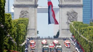 O desfile militar de 14 de Julho de 2017 na avenida Champs Elysées, cartão postal da capital francesa.