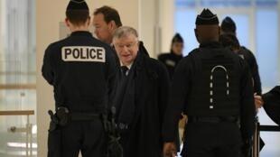 L'ancien PDG de France Télécom Didier Lombard arrive au tribunal de justice de Paris le 20 décembre 2019.