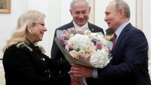 پس از حضور در مراسم رونمایی طرح دونالد ترامپ در آمریکا، بنیامین نتانیاهو در راه باز گشت از این کشور امروز (پنجشنبه ۳۰ ژانویه) وارد مسکو شد و این طرح را به رئیس جمهوری روسیه معرفی کرد.