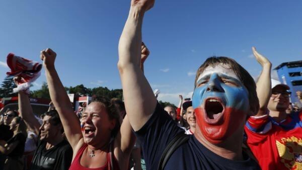 """Clichê dos russos """"frios"""" não corresponde com a receptividade calorosa que estrangeiros têm recebido no país"""