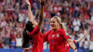 Les Américaines Christen Press (à gauche) et Lindsey Horan sont en finale de la Coupe du monde 2019.