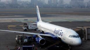 IndiGo est aujourd'hui largement en tête du marché aérien indien. Le nombre de passagers aériens dans le pays a été multiplié par six au cours de la dernière décennie grâce à la classe moyenne.