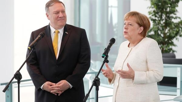 O secretário de Estado americano Mike Pompeo com a chanceler da Alemanha no decurso do seu périplo europeu .Berlim. 31 de Maio de 2019